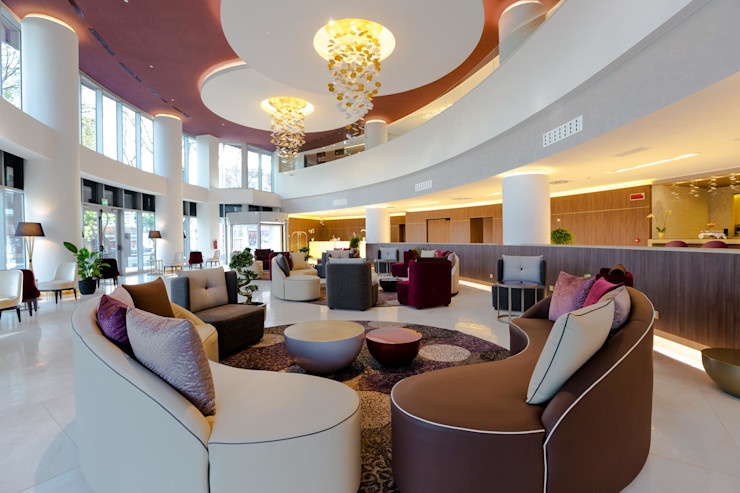 Hilton Doubletree Yeveran M.M. Lampadari Бари та клуби