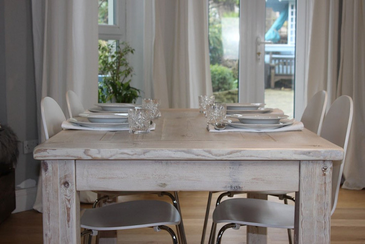 White Wash Inlay Reclaimed Dining Table homify Dining roomTables Wood Wood effect