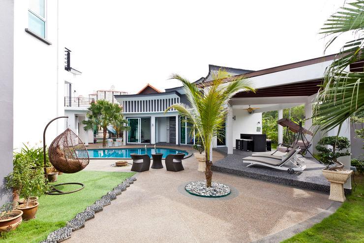 Contemporarily Dashing | BUNGALOW Design Spirits Modern style balcony, porch & terrace