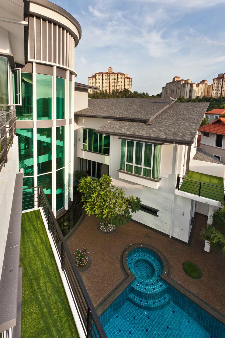 Contemporarily Dashing   BUNGALOW Design Spirits Modern style balcony, porch & terrace