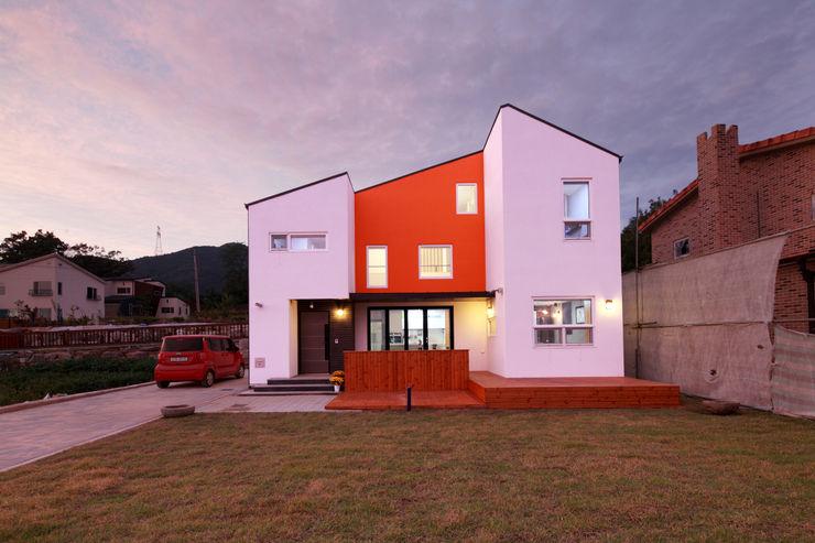 주택설계전문 디자인그룹 홈스타일토토 Casas modernas: Ideas, imágenes y decoración Naranja