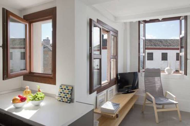homify Rustic style windows & doors