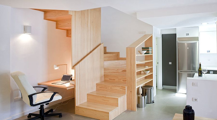 Escalera/Estantería de madera homify Escaleras
