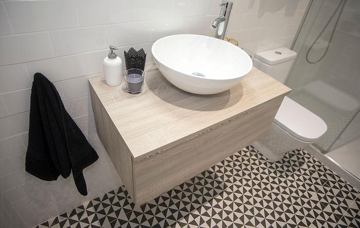 Grupo Inventia Salle de bain moderne Tuiles Blanc