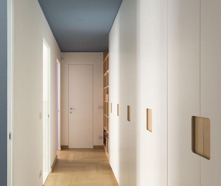 Luigi Brenna Architetto Moderner Flur, Diele & Treppenhaus