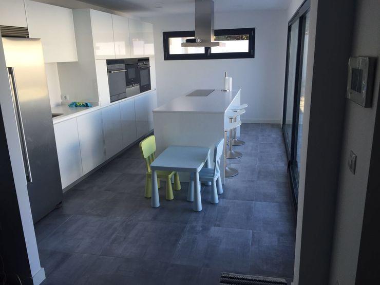 MODULAR HOME Modern style kitchen