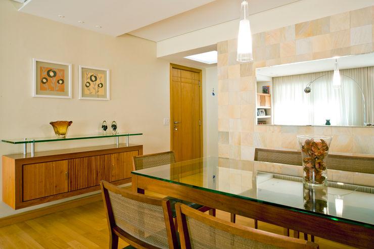 Enzo Sobocinski Arquitetura & Interiores Modern dining room Wood Beige