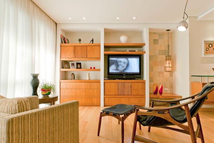 Enzo Sobocinski Arquitetura & Interiores Living room Wood Wood effect