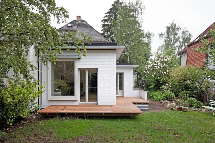 kleinOud brandt+simon architekten Modern houses Wood White