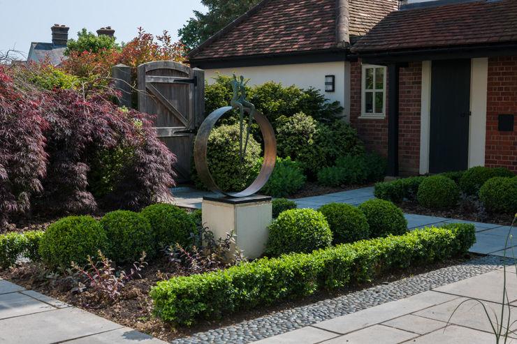 Felsted Place Aralia Minimalist style garden Iron/Steel Green