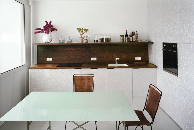 kitchen brandt+simon architekten Modern kitchen White