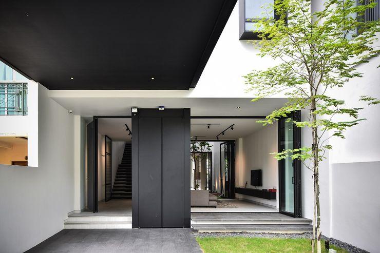 Sen's Photographyたてもの写真工房すえひろ Modern corridor, hallway & stairs