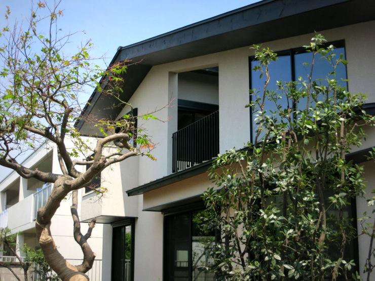 homify Modern houses Wood White