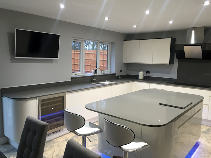 Modern High Gloss White and Graphite Kitchen Meridien Interiors Ltd Modern kitchen