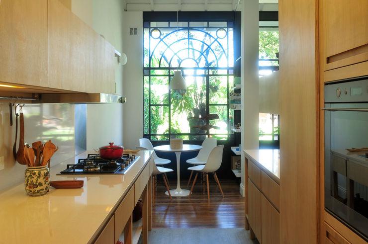 Casa SIRI · Paula Herrero   Arquitectura Paula Herrero   Arquitectura Cocinas modernas: Ideas, imágenes y decoración Contrachapado