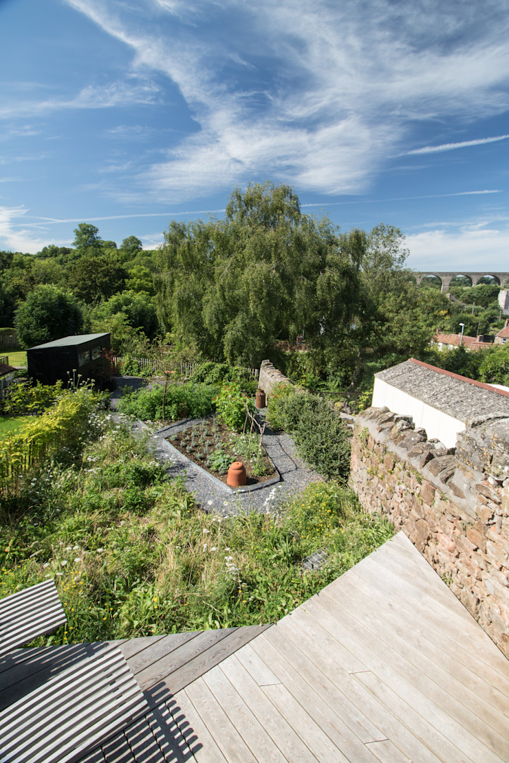 Miner's Cottage II: Garden design storey Rustic style garden