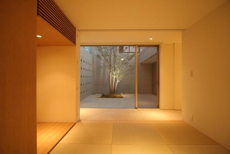 Atelier Square 모던스타일 정원 타일 화이트