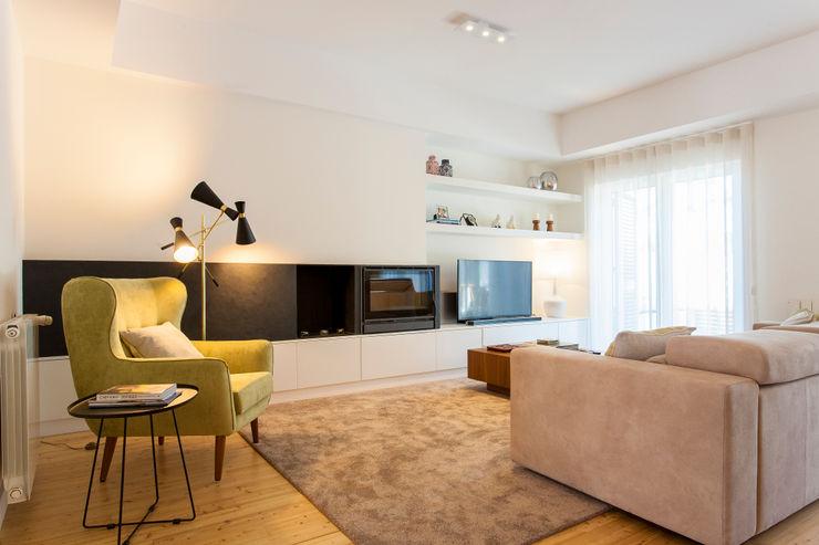 Moradia c/ 2 quartos - Cascais Traço Magenta - Design de Interiores Salas de estar modernas Bege