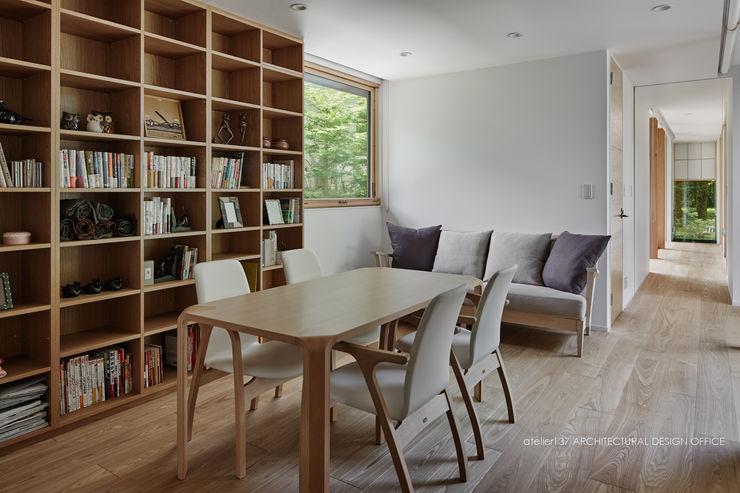 フリースペース~041軽井沢Mさんの家 atelier137 ARCHITECTURAL DESIGN OFFICE 北欧デザインの 書斎 木 木目調