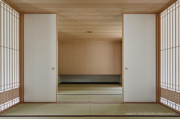 和室~041軽井沢Mさんの家 atelier137 ARCHITECTURAL DESIGN OFFICE クラシックデザインの 多目的室 木 木目調