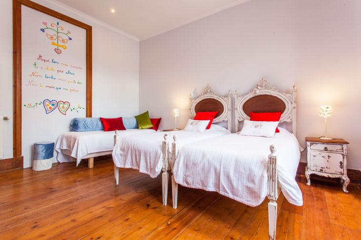 alma portuguesa Rustic style bedroom