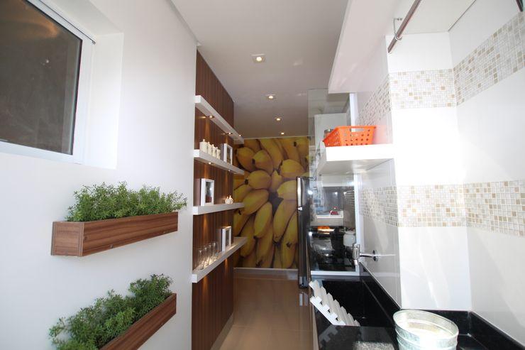 COZINHA MODERNA COM PAINÉIS DE MADEIRA Pricila Dalzochio Arquitetura e Interiores Cozinhas modernas