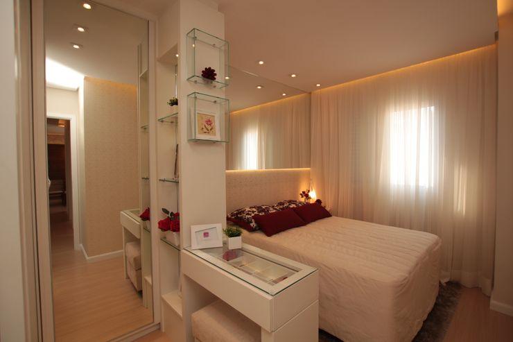 QUARTO DE CASAL COM CLOSET DECORAÇÃO VERMELHA Pricila Dalzochio Arquitetura e Interiores Quartos modernos Vermelho