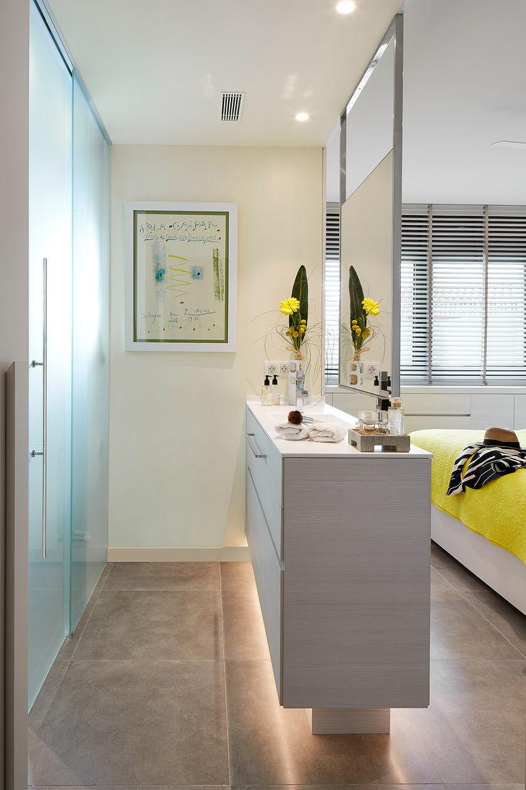 Molins Design Modern style bedroom