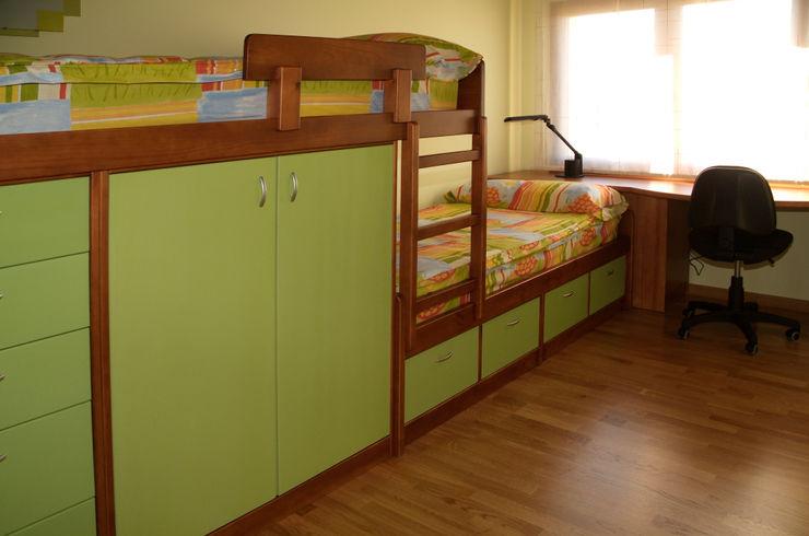 RIBA MASSANELL S.L. Детская комнатa в средиземноморском стиле Дерево Зеленый