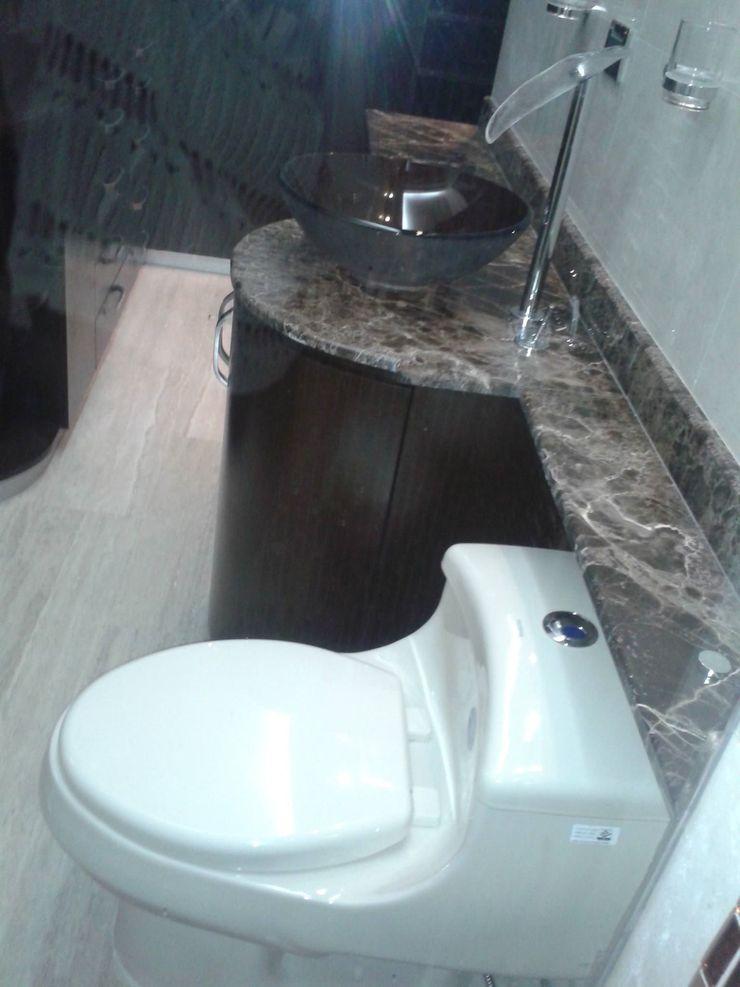 VISTA HACIA VESTIER DE BAÑO PRINCIPAL CelyGarciArquitectos Baños de estilo minimalista Vidrio Marrón