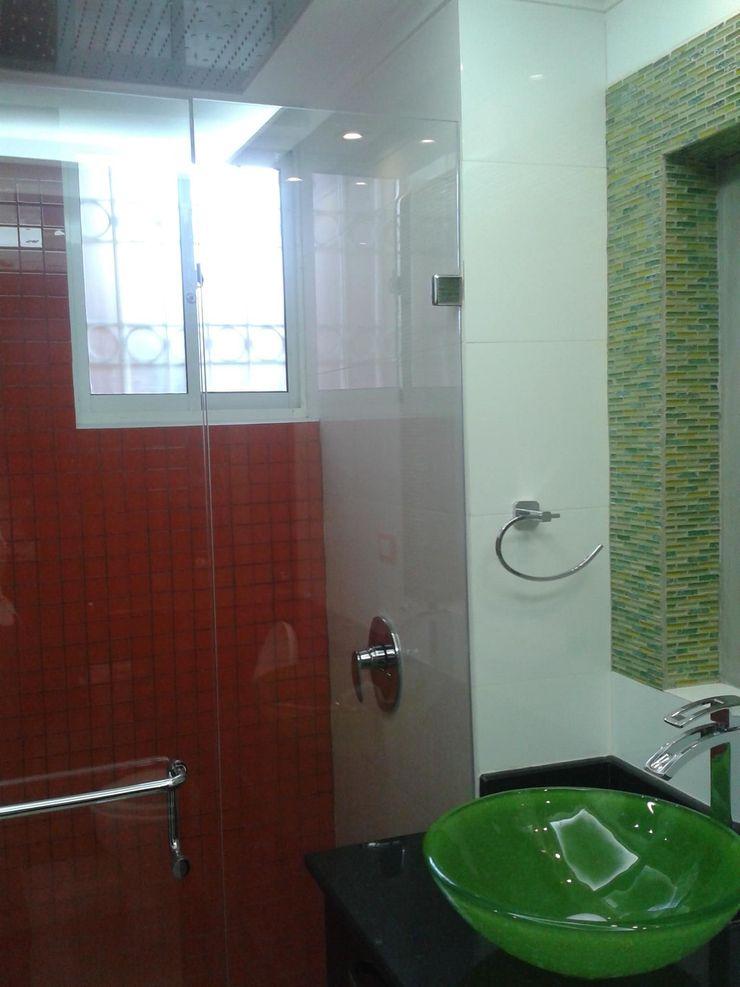 BAÑO AUXILIAR CelyGarciArquitectos Baños de estilo minimalista Vidrio Verde
