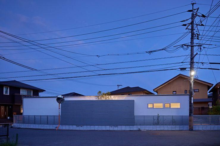 T字の家 toki Architect design office モダンな 家 木 白色