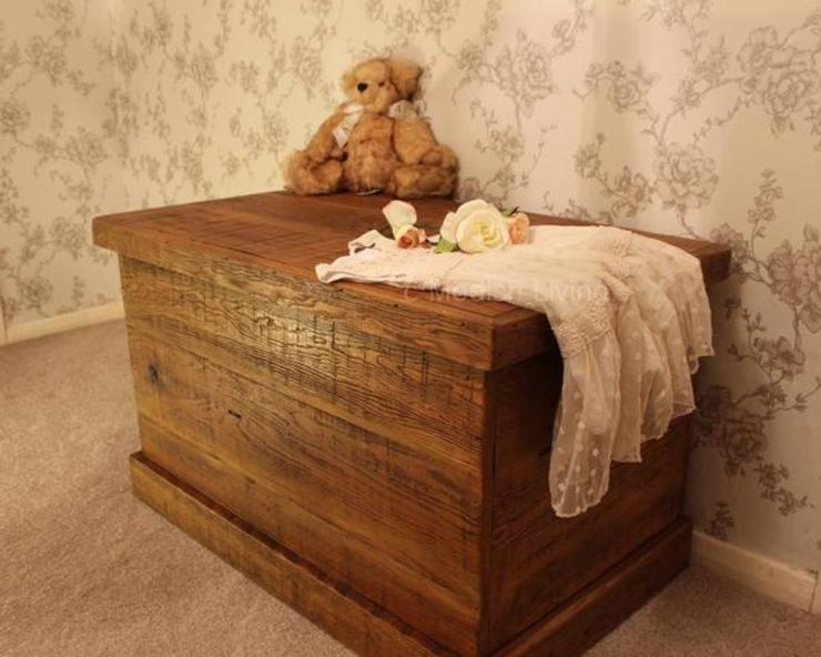 English Beam Reclaimed Wood Blanket Box homify Living roomStorage Gỗ Wood effect