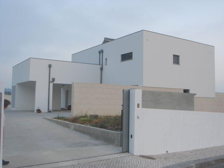 Arquitecto Aguiar Minimalist houses Stone White