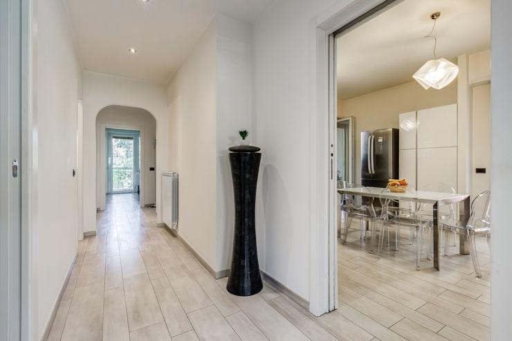 Ponte Milvio | Minimal Design EF_Archidesign Ingresso, Corridoio & Scale in stile moderno