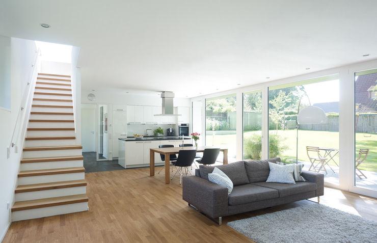 Einfamilienhaus in Falkensee bei Berlin Justus Mayser Architekt Moderne Wohnzimmer