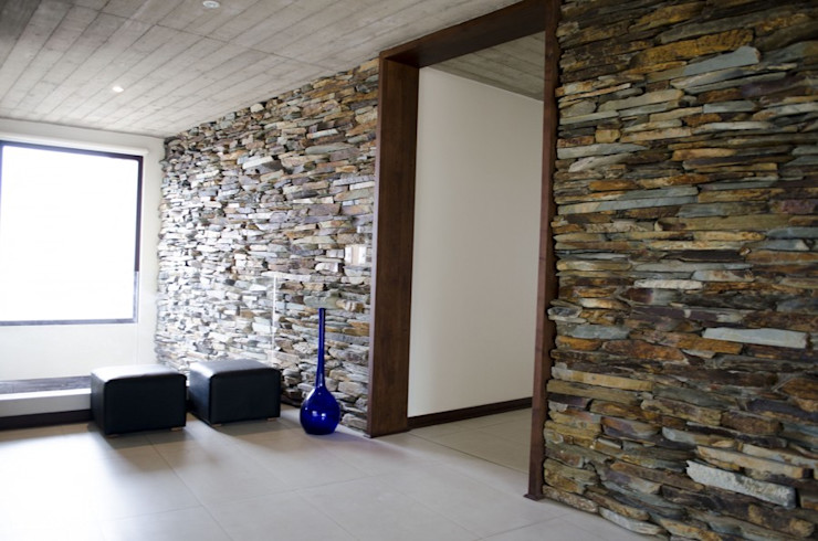 Marco de puerta. Ignisterra S.A. Puertas y ventanas de estilo moderno Madera Marrón