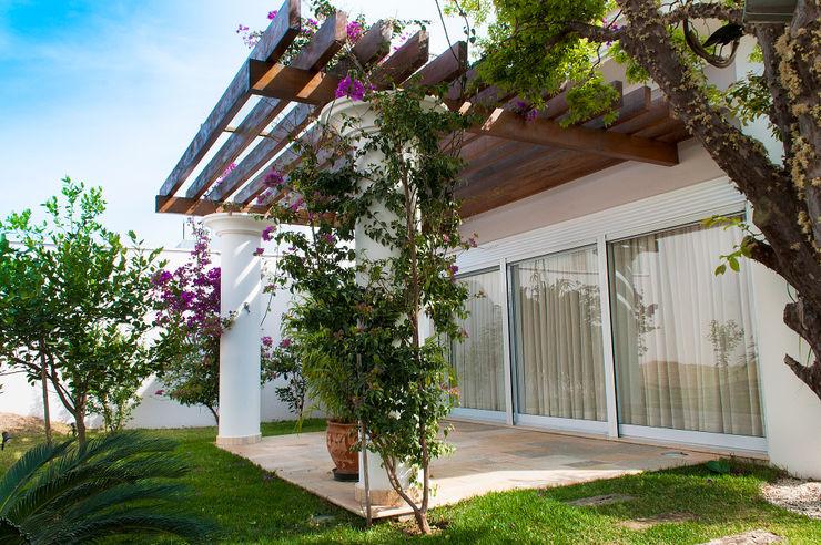Lozí - Projeto e Obra Country style balcony, veranda & terrace