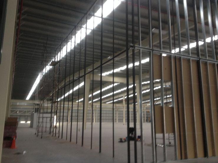 Nave industrial con bastidores divisorios de 12m Grupo Puente Arquitectos.com