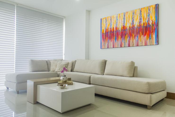 Monica Saravia Modern living room