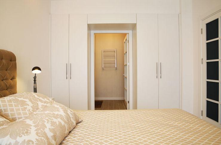 homify Modern Dressing Room Wood-Plastic Composite White