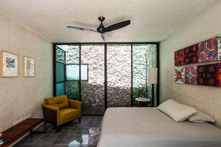 Taller Estilo Arquitectura Dormitorios modernos: Ideas, imágenes y decoración Hormigón Gris