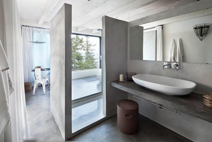 Personal Factory Mediterranean style bathroom Grey