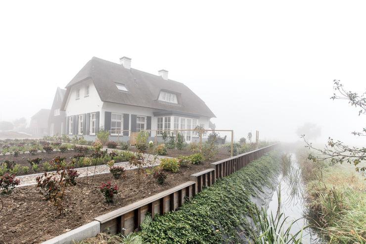 Tuin bij landelijke woning, Ewijk homify Landelijke huizen