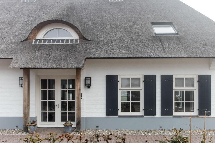 Entree landelijke woning, Ewijk homify Landelijke huizen