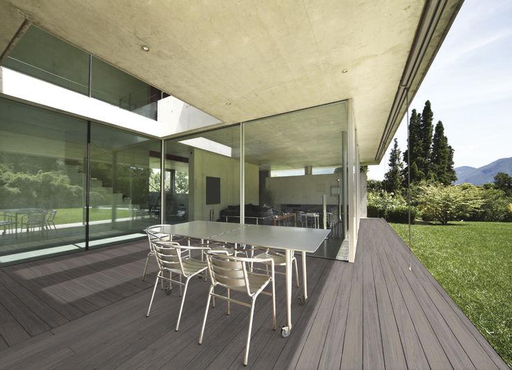 La propiedad absorbente de NovaDeck evita que los líquidos se filtren y sean almacenados en el material. FORMICA Venezuela Jardines de estilo moderno