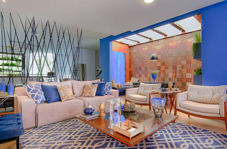 Living Azul e Bege, Sofá Retrátil, Mesa de Centro Sgabello Interiores Salas de estar modernas Madeira Azul