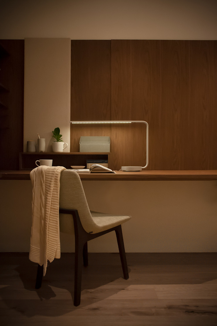 The Study Area Sensearchitects Limited Minimalist study/office Wood Brown