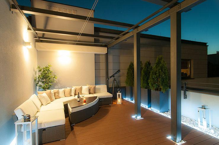 Perfect Space Classic style balcony, veranda & terrace