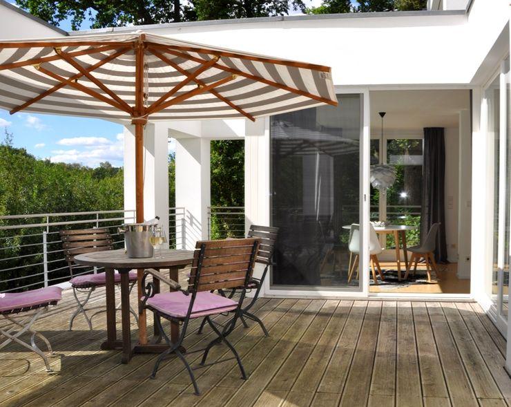 HAUSSTATTER - interior redesign Балкон и терраса в стиле модерн